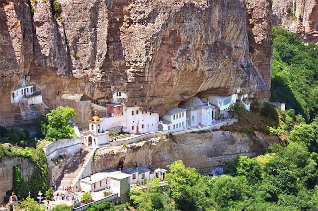 Bakhchisaray-Svyato-Uspenskiy-Cave-Monastery